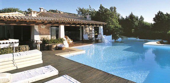 Luxury villa with pool near porto rotondo sardinia for Pool show near me